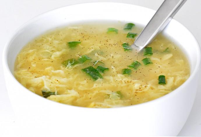 آماده کردن سوپ تخممرغ در 10 دقیقه