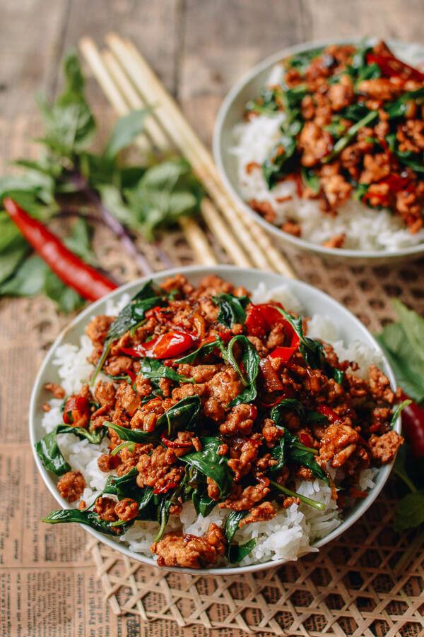 آماده کردن مرغ تایلندی با ریحان در 10 دقیقه