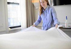 چگونه ملافههای کتان سفید را بشوییم
