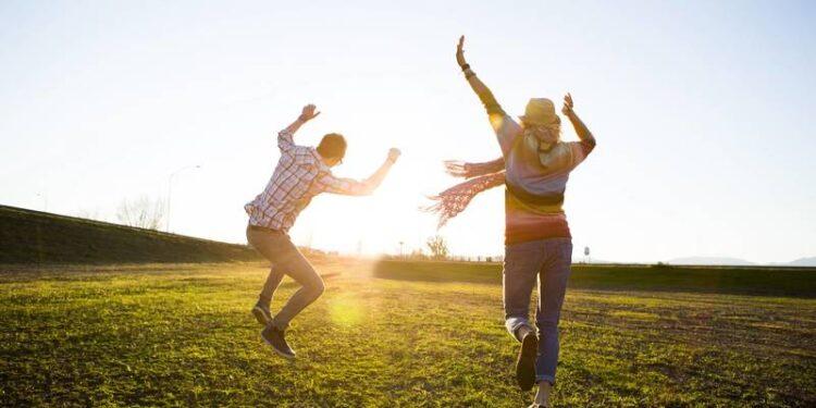 50 حرکت کوچک که باعث تغییرات بزرگی در شادی و سلامت شما خواهد شد