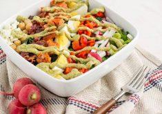 طرز تهیه سالاد سبزیجات با سس آووکادو