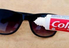 نحوه از بین بردن خش روی عینک آفتابی