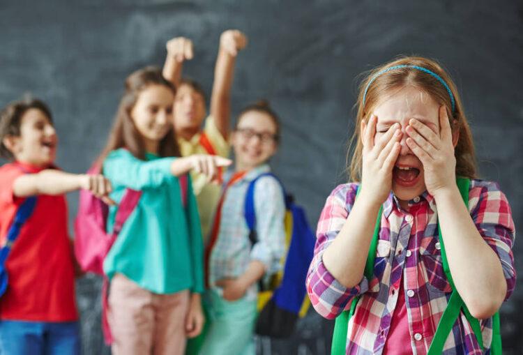بهترین راه مقابله با بچه های قلدر در مدرسه چیست؟