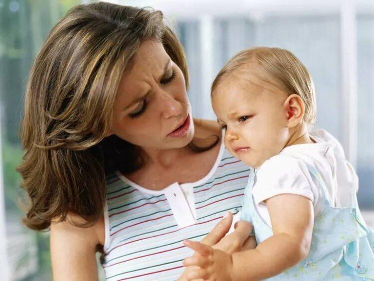 زمانی که نوزاد از سینه مادر شیر نمی خورد باید چه کار کرد