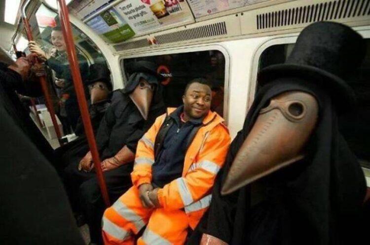 25 تصویر عجیب و دیدنی که در مترو مشاهده شده است
