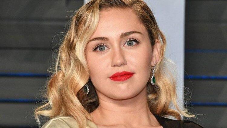 بیوگرافی کامل مایلی سایرس (Miley Cyrus) از کودکی تا به امروز