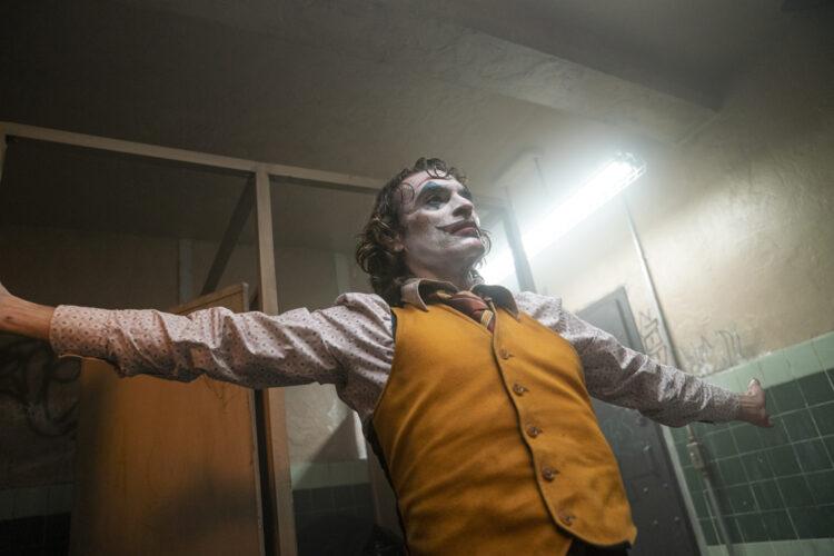 نگاهی عمیق تر به دنیای آرتور فلک در تصاویر جدید منتشر شده از فیلم Joker